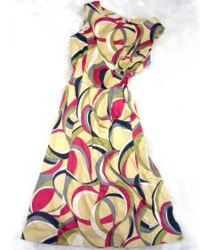 ベージュと赤のプッチ柄Aラインワンピース♪暑い日でも、涼しく過ごせるワンピース<br />Beige and Red Pucci-Style Fabric. ♪Keeps you cool on hot summer days.