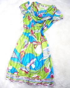 やわらかい材料で綺麗な揺れるドレープを演出する★グリーンとブルーのワンピース<br />Green and blue Dress★The fabric falls in a beautiful drape and softly hugs the body