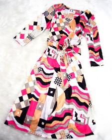 ベストセラーのプッチ柄生地でカッシュクールワンピース♪<br />A wrap dress in best selling Pucci-style Fabric