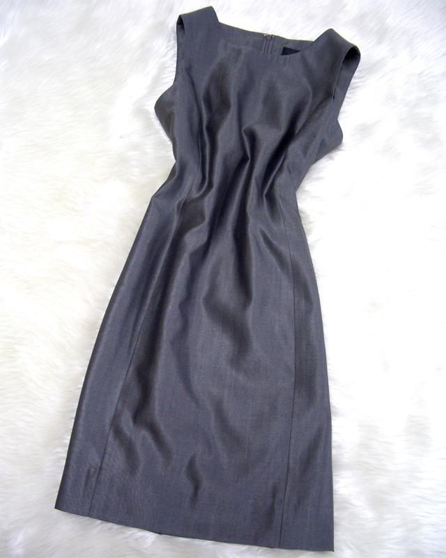シルクワンピースには独特の高級感があり、フォーマルなワンピースにも適しています<br />A silk dress conveys a unique luxury feel and is suitable as formal wear too