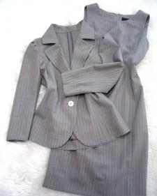 夏でもクールなキャリアウーマン♪グレー&ピンクのワンピーススーツ<br />For cool women in business♪Dress&Jacket suit in gray and pink summer fabric