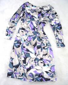 光沢があり、ブラックとパープル生地のワンピースがオシャレ<br />Black and purple fabric with a nice sheen for a stylish dress