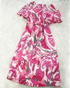ピンク系のボタニカル柄のワンピース★<br />A pink botanical themed summer dress