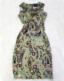 オリーブグリーンのレトロ柄♪ネックドレープがありタイトワンピース<br />Olive green vintage style tight dress with draped neck line