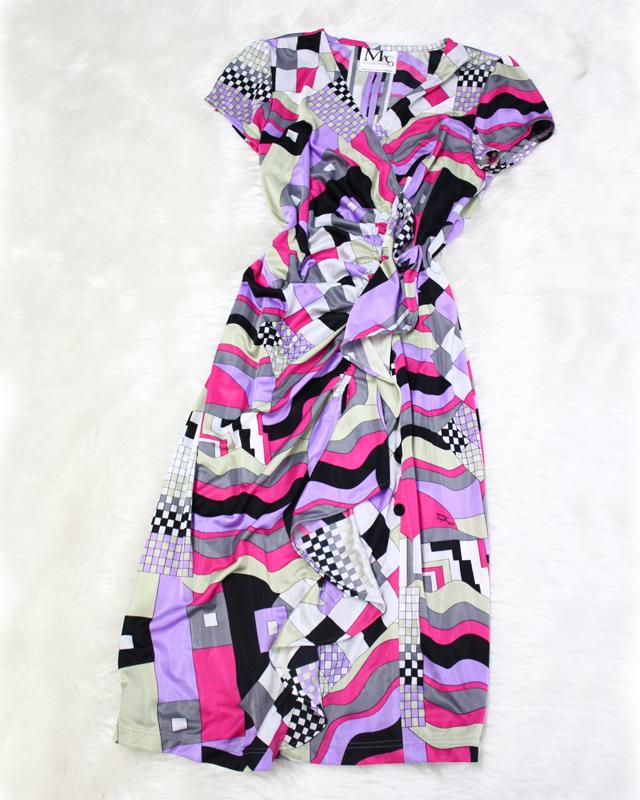 センターにギャザーとフリルをあしらったタイトなデザイン♪紫色のプッチ柄<br />Wrap dress with a central frill and tight cut♪ Purple Pucci-style fabric