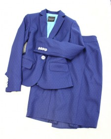 ドット柄の紺色のスカートスーツ♪裏地にこっそり遊び心を<br />A skirt suit with little polka dots and playful lining
