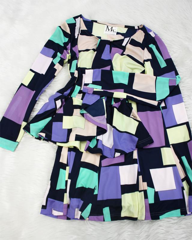 モンドリアン風幾何学柄ぺプラムカットソー&フレアスカート♪<br />Peplum top and flare skirt in the style of Mondrian