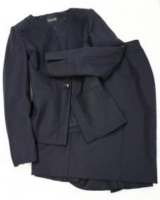 ダイヤチェッカーのノーカラースカートスーツ<br />No-collar skirt suit of the diamond checker fabric