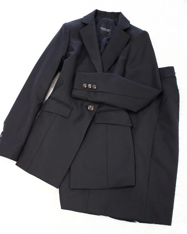 黒地にピンクの格子模様がオシャレなロングジャケットスカートスーツ<br />The long jacket skirt suit that pink latticework is stylish to a black ground
