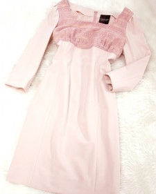 ピンク2素材使いのフェミニンなワンピース<br />Feminine dress of the pink 2 material errand
