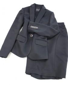 バックフリルが可愛らしいビジネススカートスーツ♪<br />The business skirt suit that back frill is pretty
