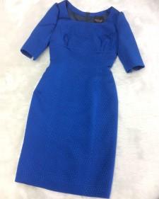 コバルトブルーのオーバルドット模様が浮かび上がるハーフスリーブワンピース<br />The 3/4 sleeve dress that Oval dot design of the cobalt blue appears