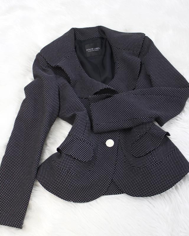細かいドット模様の素敵なフレアラペルジャケット<br />Wonderful flare lapel jacket of the small dot design