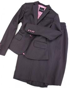 深いブラウンにピンクストライプがフェミニンなスタイリッシュスーツ/<br />The stylish suit that pink stripe is feminine for deep Brown.