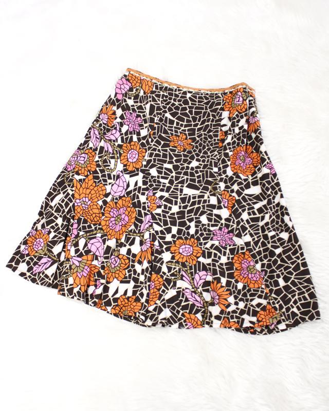 幾何学模様のお花が素敵なエスカルゴスカート/<br />The spiral skirt that a flower of the geometry pattern is wonderful.