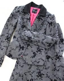 グレーチェックのエレガントフラワースーツ♪<br />Gray checked elegant flower suit.