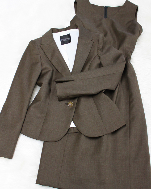 ブラウンのキュートスタイルワンピーススーツ♪/<br />Cute style dress suit of the brown.