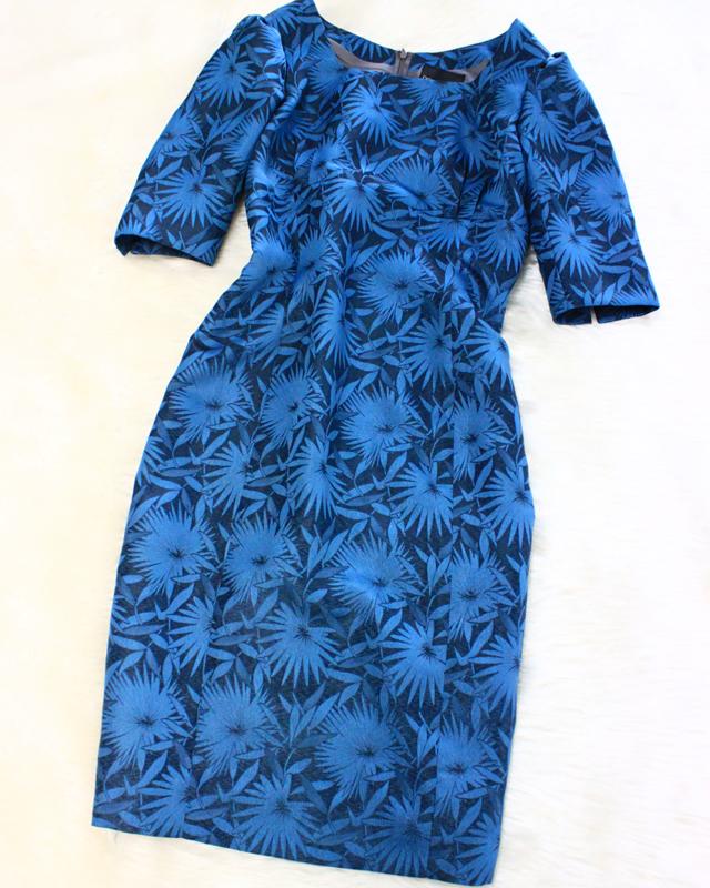 花柄プリント柄が美しい、半袖タイトワンピース/<br />The short-sleeved tight dress that a floral design printed pattern is beautiful