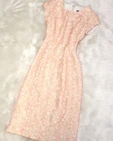春らしいピンクが可愛いいレース素材のワンピース/<br />Pink lace material dress like spring.