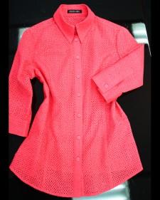 ハリのあるキレイなピンクの夏らしいメッシュブラウス/<br />Mesh blouse like the summer of the firm beautiful pink.