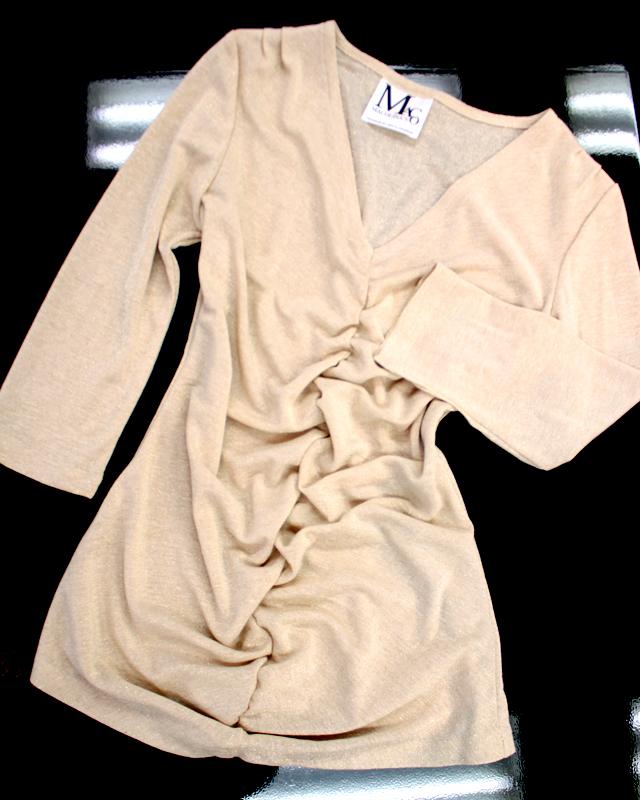 高級感あふれるゴールドストレッチカットソー/<br />Gold stretch three-quarter sleeves cut-and-sew shirt full of the sense of quality.