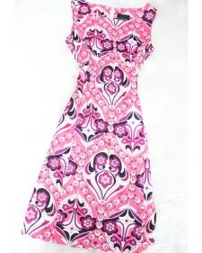 可愛らしいピンクプッチ生地のワンピース/<br />Dress of the pretty pink Pucci fabric.