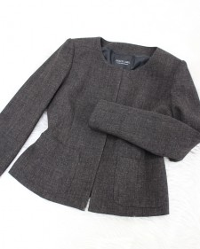ブラウン系のあったか生地のノーカラージャケット♪<br />Warm brown no-collar jacket.