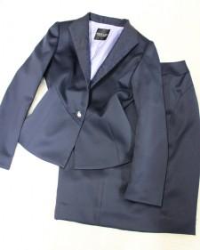 バイカラー仕様のジャケットとスカート<br />/A jacket and skirt of by color specifications.