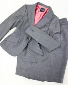淡いグレーの鹿の子調スカートスーツ♪/<br />Light gray fawn-like skirt suit.