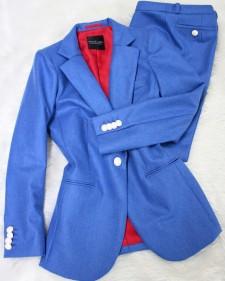 鮮やかブルーのパンツスーツ♪/<br />Pants suit of the bright blue.
