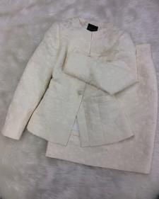 白花スカートスーツで華やかに♪/<br />With a white blossom skirt suit gorgeously