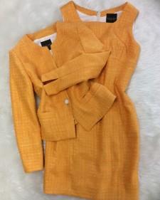 橙柄ワンピーススーツで気分も明るく/<br />I feel a bright mood with an orange handle dress suit