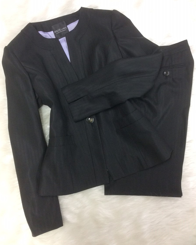 黒織柄パンツスーツでスマートに/<br />Smartly with black weave pattern pants suit