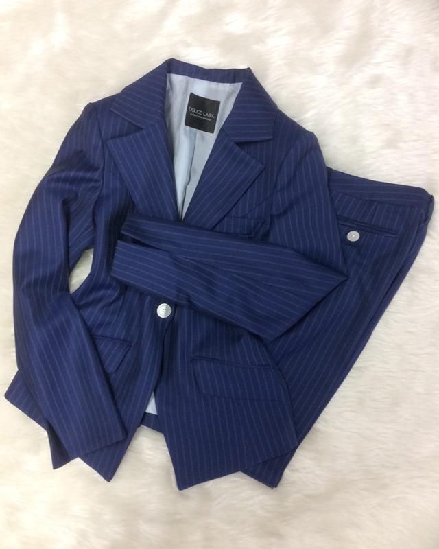 青ストライプパンツスーツ/<br />Navy blue striped pants suit