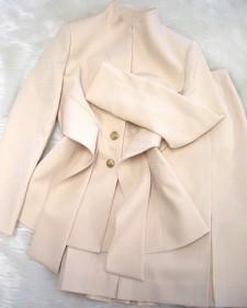 ベージュ柄スカートスーツ/<br />Beige patterned skirt suit