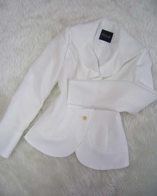 白フレアラペルジャケット/<br /> White flare lapel jacket
