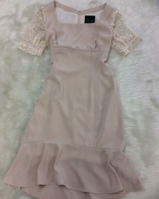 ベージュ袖レースワンピース/<br />Beige sleeve lace one-piece dress
