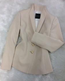 ベージュ織柄ジャケット/<br />Beige woven jacket