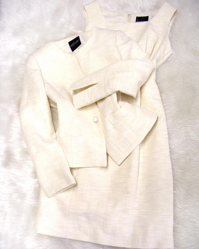 白×金ワンピーススーツ/<br />White x gold one-piece suit
