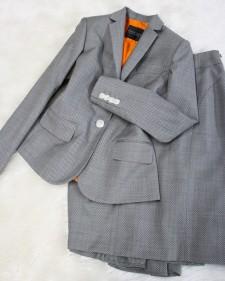 グレー柄スカートスーツ/<br />Gray pattern skirt suit