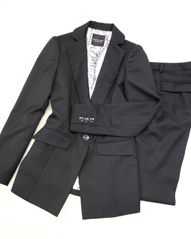 黒柄パンツスーツ/<br />Black pattern pants suit